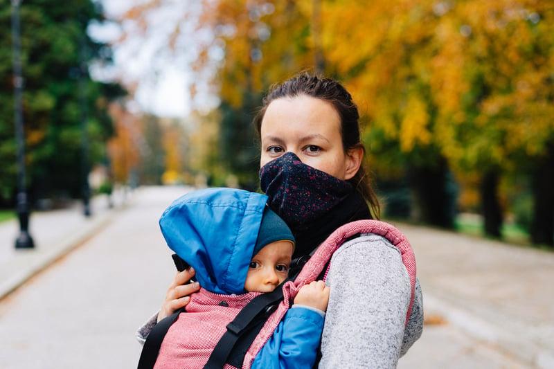 Mujer y niño coronavirus